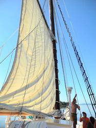 I E photo raise sails