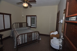 Tonto Bridge Lodge- bedroom3