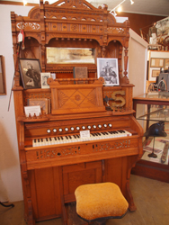 Vinalhaven Chicago cottage organ
