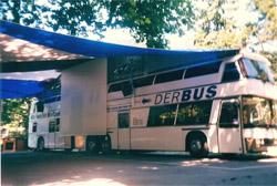 Der_bus_awning_2